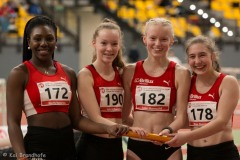 Guely Batantou, Ida Schwering, Luisa Manegold und Maja Huesmann 4x200m U18